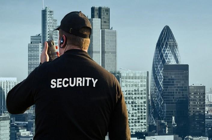 Sicherheitsmitarbeiter/in